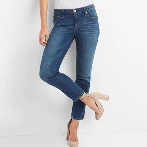 GAP Straight Cropped Leg Jean